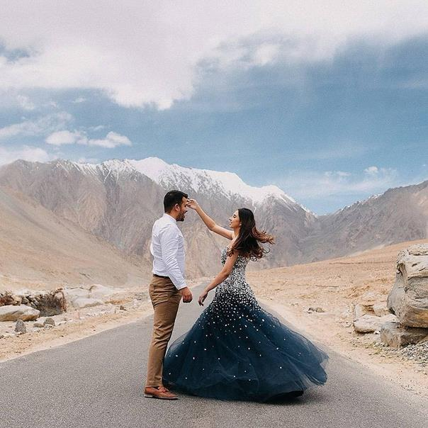 Couple Goals | Pre wedding photo shoot | Pre wedding Photography | Photographer | destination shoots | Couple goals | Green gown | Leh Ladhak
