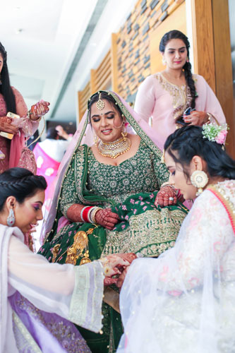 Curvy brides | Indian Weddings | Bridal Photography | Indian Bridal lehenga | Bridal Couture | Fashion | Green and gold | Bridesmaids | Sister | Team bride | Bride Tribe |