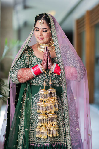 Bride in Green and gold lehenga | Sikh Wedding | kalire | Kaleere | Poses | Bridal photoshoot | Wedding photographers in Delhi |