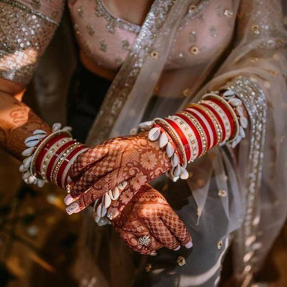 Beautiful Chooda with shells | Red and white chura | Trending bangles | Henna design | Bridal mehendi
