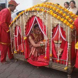 pretty new doli designs | Stunning Indian Bride | Indian Wedding | Doli | palki | Bridal entry | Vidaai | Bidai | trending new wedding trends | 2020 wedding Palki ideas | Indian Wedding | Vidaai | Bidai | Palki decoration | Trending vidai ideas | Wedding photography | South indian Bride | Doli | Marigold flower