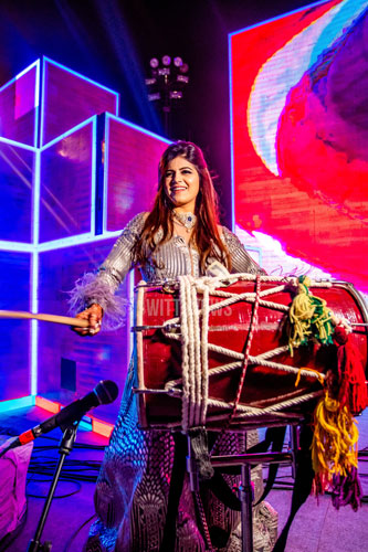 bride playing the dhol | wedding in Ahmedabad