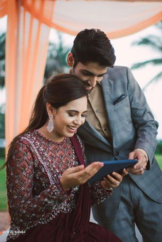Couple looking at ipad | Planners | Planning a wedding on budget