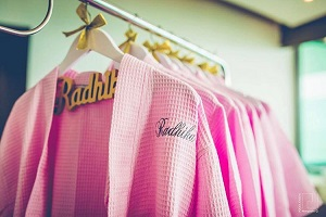 Bridal robes | Personalised wedding trends | Names | hangers | Personalised clutch | Wedding trends | Mrs. | New ideas | Inspiration | #indianwedding #indianbride2020 #customisedclucth #indianbridaltrend2020 #wittyvows #latestweddingtrends #bigfatindianwedding
