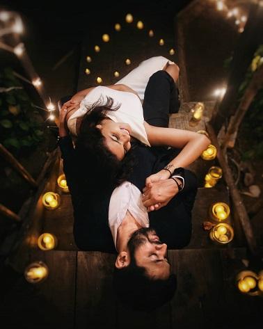 Diwali ideas | Romantic pre wedding shoot | couple goals | Couple ideas | diyas | candle lights in mason jar | Couple shoot at Diwali | Bridal inspiration