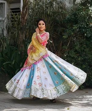 Dandia nights | garba outfits |Ghaghara Choli | Bride to be | Colour combinations | Pastels | Twirling bride | Indian Bride | Wedding dresses | Gujrati designers