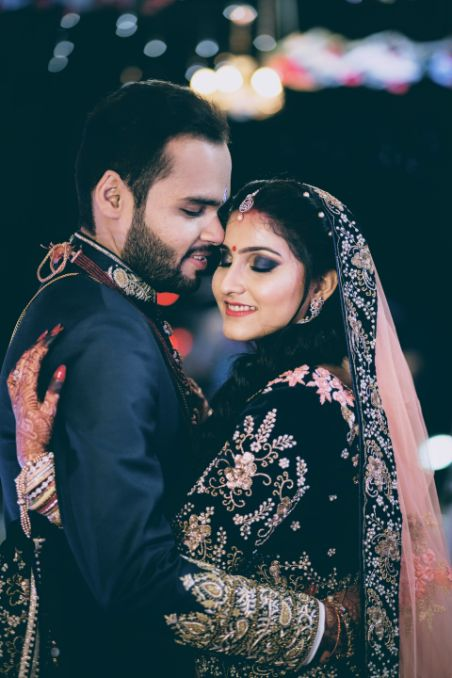 A beautiful Kolkata Wedding |couple reception look | bride and groom in lovely outfit | A beautiful love story of Stuti and Mukul, the high school sweethearts.