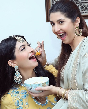 Sisters   Sister goals   Candid photography   Beautiful bride