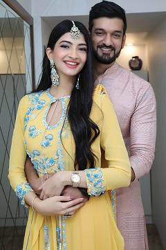 Hanna & Shahrukh | Indian bloggers | indian wedding Blog | Roka att home | Mumbai