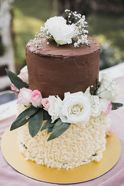 Pankuri & Gobind | Yummy wedding cake | Wedding cake with real flowers | Chocolate cakes |