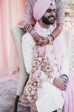 Beautiful customised kaeere | Pinka and gold | Bridal NBangles | Choora lovers | mewlyweds