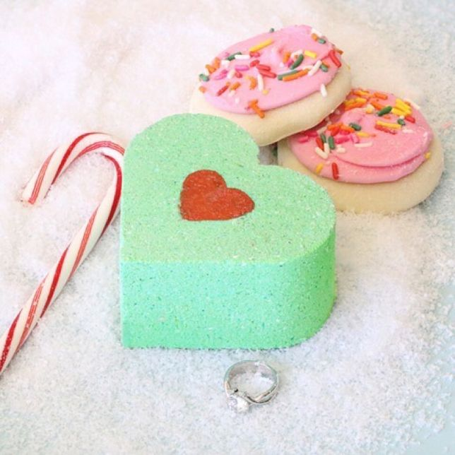 Trending New Ideas for Wedding Gifts | customized bathbombs
