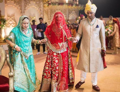 Walking down to mandap with her parents | Mohena Kumari Wedding Photos