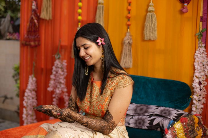 bride to be at her mehendi ceremony | Prettiest Floral Wedding Backdrop