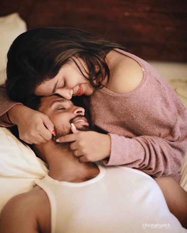 cuddle it photo shoot | Best Spotted Pre-Wedding Shoot Trends