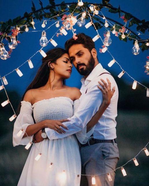 star fairy light photo shoot | Best Spotted Pre-Wedding Shoot Trends