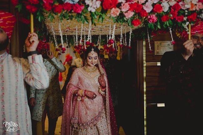 bridal entry ideas | brid and groom | mumbai bride | floral hair style