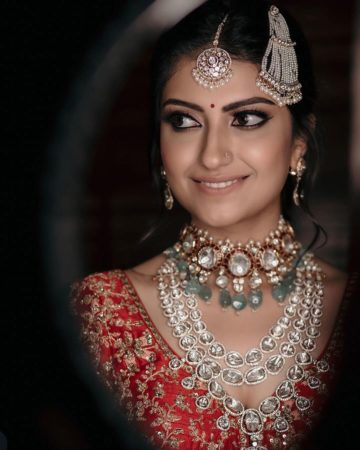 trending polki necklaces to wear at yur wedding | bridal necklace desings for 2020 brides | polki jewellery necklace ideas to wear at your indian wedding | choker polki necklaces for indian brides #wittyvows #polkijewllery #indianbride #2020weddings #diamondnecklaces #polkinecklaces #trendingjewllery #bridaljewllery #bridallehnga