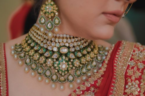 green polki diamond necklace designs for indian brides| bridal necklace desings for 2020 brides | polki jewellery necklace ideas to wear at your indian wedding | choker polki necklaces for indian brides #wittyvows #polkijewllery #indianbride #2020weddings #diamondnecklaces #polkinecklaces #trendingjewllery #bridaljewllery #bridallehnga