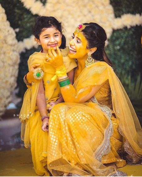 bride posing with a little kid