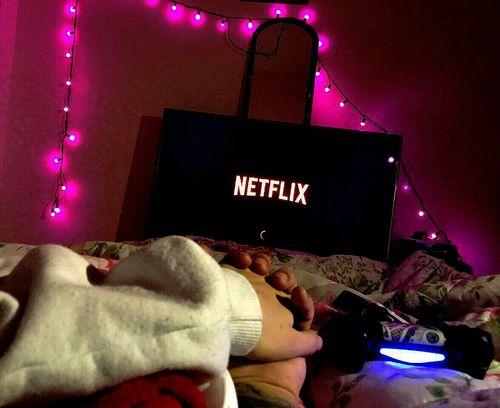 Home Date Ideas | Netflix & chill