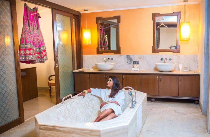 Indian bride bath tub shots getting ready | Getting ready bathrub shots for swag brides