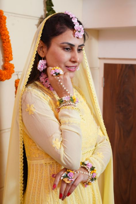 yellow outfit| floral jewellery