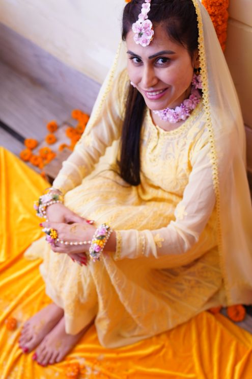 haldi ceremony photos | indian bride at her haldi ceremony