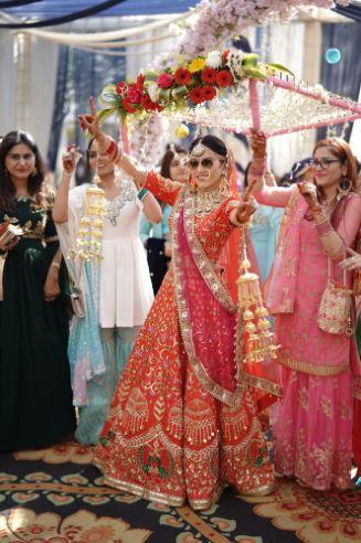 bridal entry ideas | sikh bride | stunning kaleeren