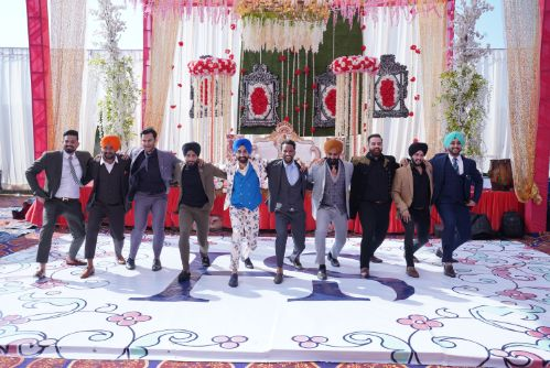full on bhangra performance by the groom