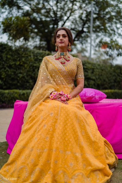 beautiful yellow outfit for mehendi