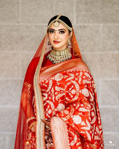 Indian bride in red Sabyasachi saree | eco friendly wedding