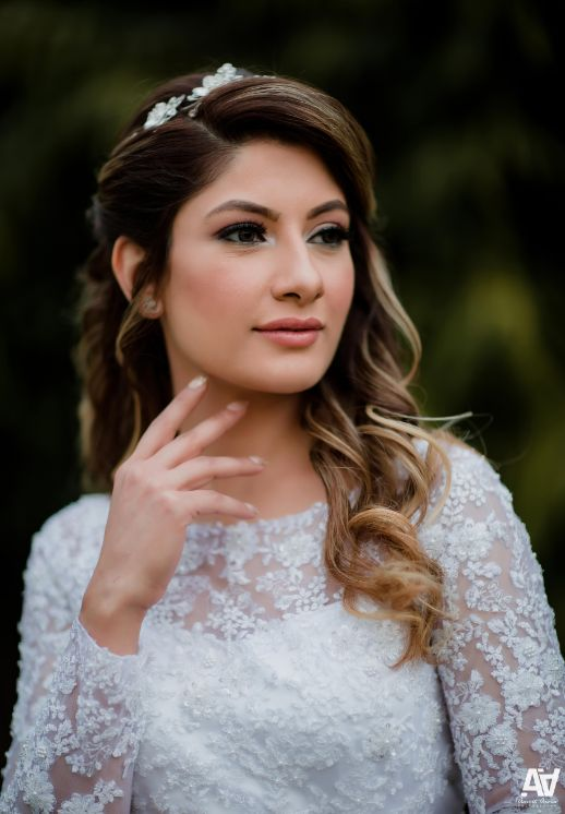 engagement day makeup | wavy hairstyle
