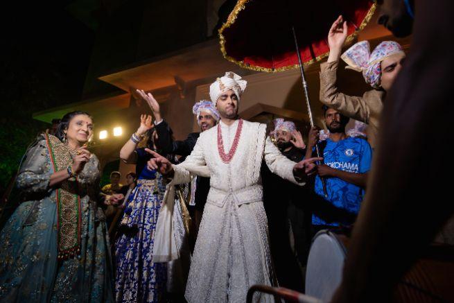 indian groom | dancing with baara | Fun Jaipur Wedding