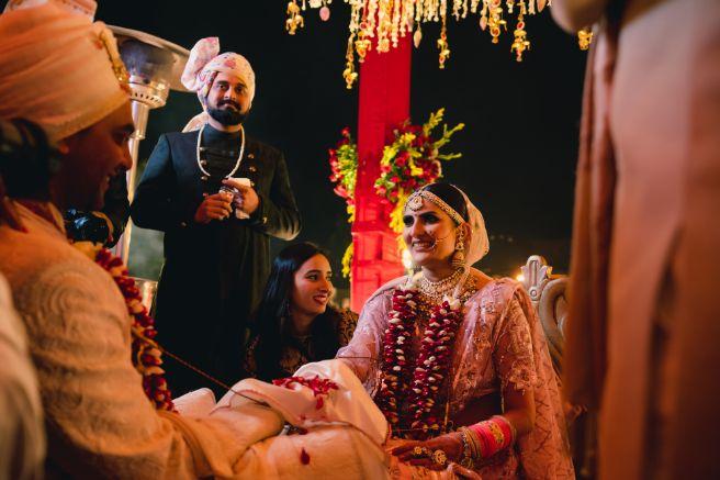 indian wedding candid photos | Fun Jaipur Wedding