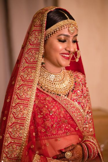 stunning indian bride in red bridal lehenga | dupatta draping ideas