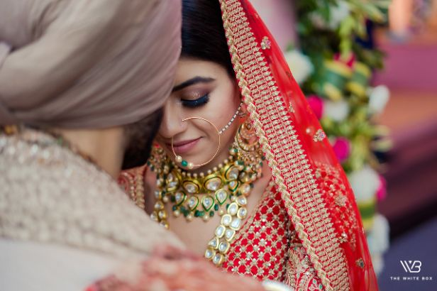 stunning jewellery for the bride on wedding day