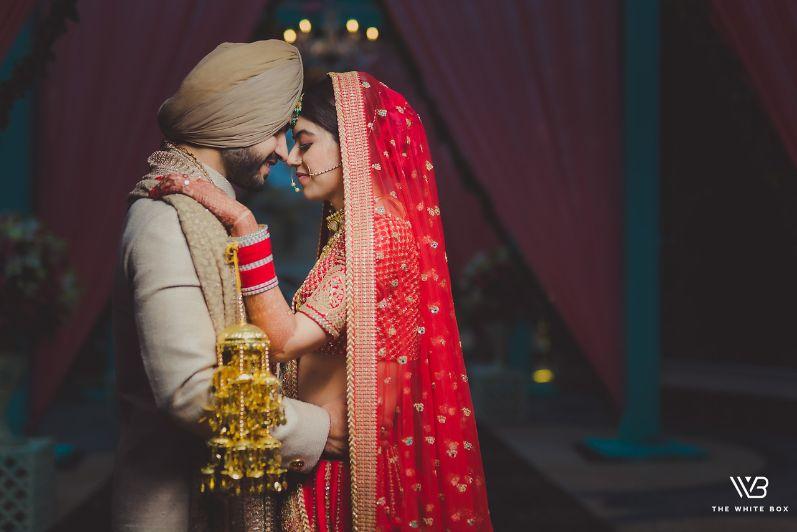 couple poses | inidan wedding diaries
