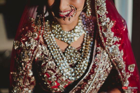 stunning necklace for the bridde   bridal nath
