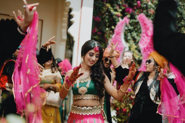 bride dancing on her mehendi day