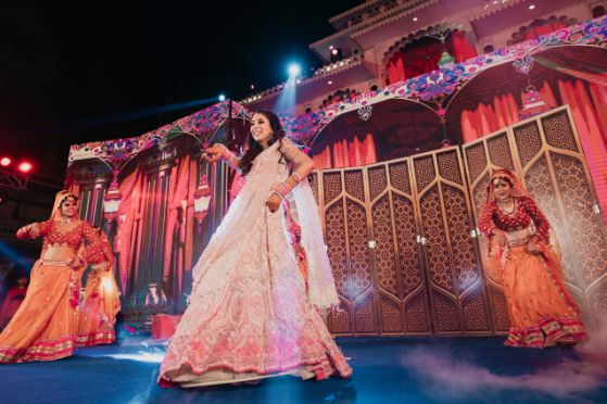solo dance performance by the bride | Destination Wedding in Udaipur