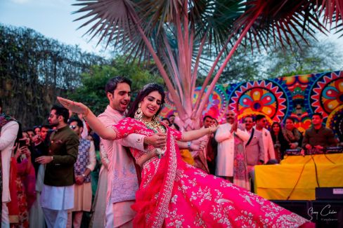 couple dance performance at indian wedding