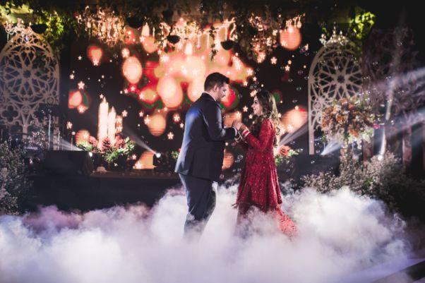 indian couplr dancing in reception function | Beach Wedding in Hua Hin