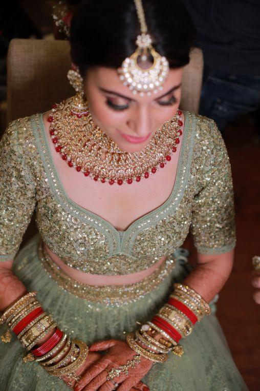 close of indian bride | indian bridal jewllerey | wittyvows | chooda designs | nude makeup look destination wedding