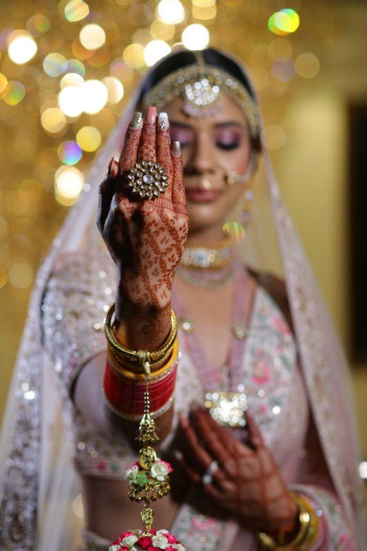 indian bridal chooda | red chooda ring desing | kalire | kaleera close up bridal kaleera | Bridal blouse | lehenga | indian bride groom | delhi | 2020 weddings #wittyvows #indianbride