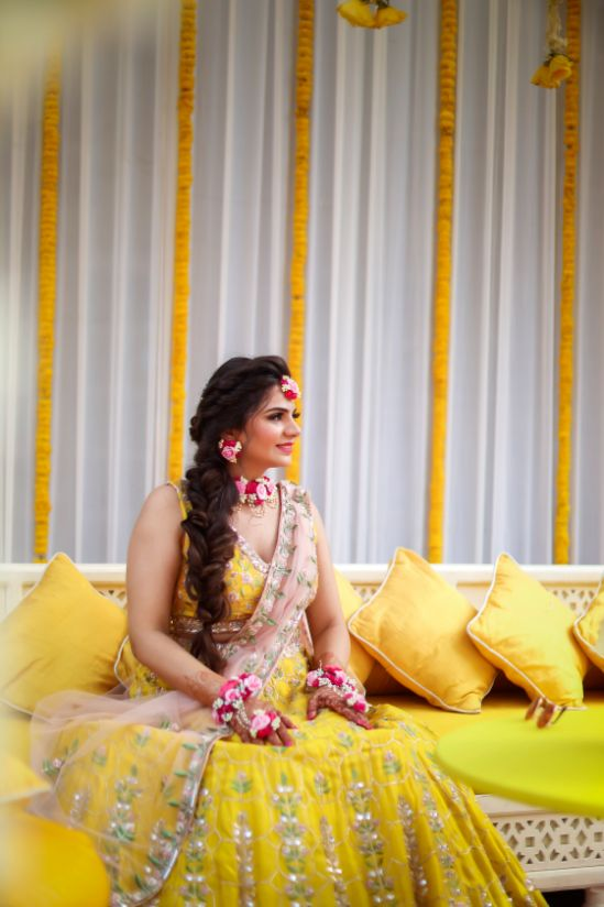 floral jewllerey pool side wedding | indian wedding pool side | destination wedding outside delhi | haldi ceremony | floral decoratioms | indian parents and bride | realwedding |