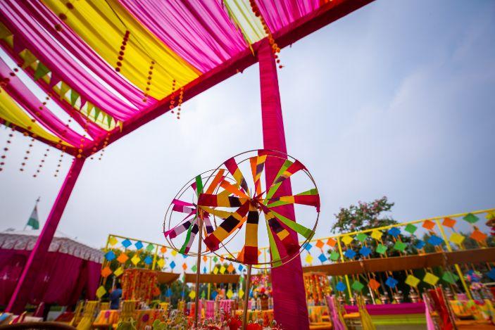 Kitsch mehendi decor floral decor ideas | real weddings | #indianwedding #wittyvows | destination wedding Kitsch mehendi decor Decor ideas | colourful decor