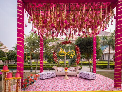 floral decor ideas | real weddings | #indianwedding #wittyvows | destination wedding Kitsch mehendi decor Decor ideas
