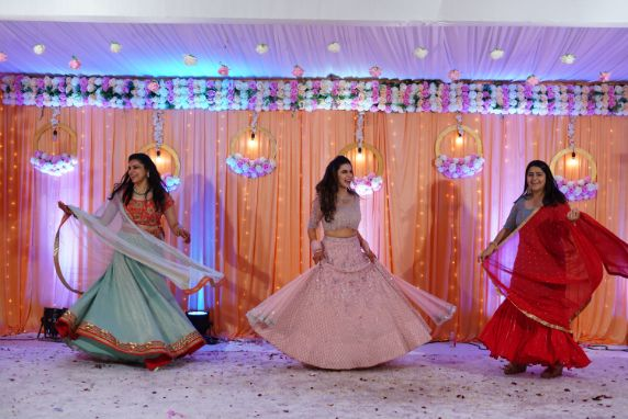pretty bride on her sangeet day | dance performance by the bride