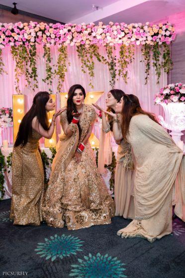 indian bridesmaid kissing | fun bridesmaid shoot | indian wedding Mumbai wedding | Manish Malhotra Lehenga  reception Outfit  | chooda designs  indian couple |  #wittyvows #indianwedding